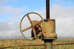 Oléoduc et valve Photographie stock
