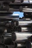 Olśniewające metal tubki, abstrakcjonistyczny przemysłowy tło fotografia stock