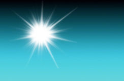 Olśniewający słońce przy jasnym błękitem Obrazy Royalty Free