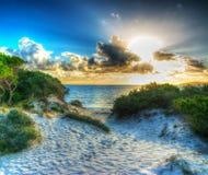 Olśniewający słońce przy zmierzchem w Maria Pia obraz stock