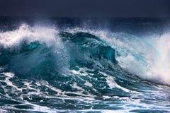 Ola oceánica imagen de archivo libre de regalías