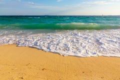 Ola oceánica en la playa Fotografía de archivo libre de regalías