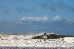 Ola oceánica que practica surf Imágenes de archivo libres de regalías