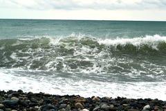 Ola oceánica y el cielo azul fotos de archivo libres de regalías