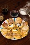 Oladi - crêpes traditionnelles pour le petit déjeuner au Moldova Images libres de droits
