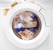 Olagliga kontanta euro och pund för penningtvätt Royaltyfri Fotografi