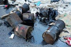 Olagligt dumpa av farlig avfalls fotografering för bildbyråer