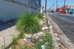 Olagligt dumpa, gataavfall i Los Angeles arkivbild