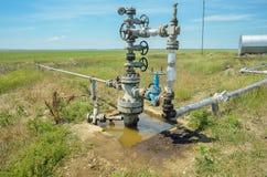Olagligt olje- väl i territoriet av republiken av Krim Royaltyfria Foton