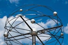 Olar systemskulptur, överkanten av den berömda Weltzeituhr världen Royaltyfri Bild
