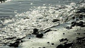 Olas oceánicas en la playa del sone, retroiluminada