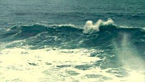 Olas oceánicas, ondas del tsunami, huracán, almacen de metraje de vídeo