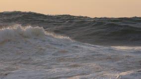 Olas oceánicas, puesta del sol Fotografía de archivo