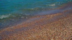 Olas oceánicas que se rompen en una playa de la Florida almacen de video