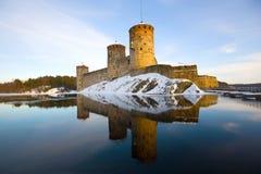 Olavinlinna堡垒在一个3月晚上 古老芬兰堡垒olavinlinna savonlinna日落 免版税库存照片