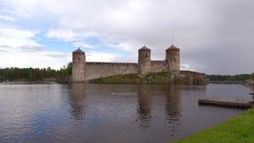 Olavinlinna kasztel, obłoczny Czerwa wieczór antyczny Finland forteczny olavinlinna savonlinna zmierzch zbiory wideo