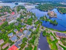 Olavinlinna Olofsborg和萨翁林纳镇天线全景 免版税图库摄影