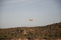 Огонь боев Olbia Сардинии Canader Стоковые Фото