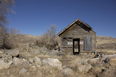 Old abandoned delapitating shack. In the desert Royalty Free Stock Photos