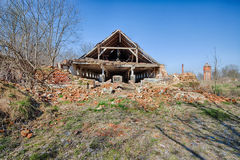 Old, abandoned and forgotten barn Stock Images