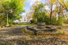 An old abandoned fountain in the Park in autumn, Stock Images