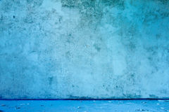 Old abandoned grungy blue wall Royalty Free Stock Photos