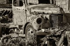 Old abandoned rusted truck in b&w Royalty Free Stock Photos