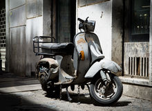 Old abandoned scooter in Rome, Italy Stock Photography