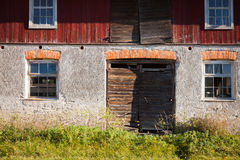 Old abandonned barn. The facade of a vintage abandonned farm building stock images