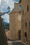 Old alley in the center of Monteleone di Spoleto Royalty Free Stock Photography