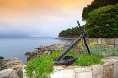 Old anchor on island shore Royalty Free Stock Photos