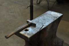 Old anvil with hammer Royalty Free Stock Images