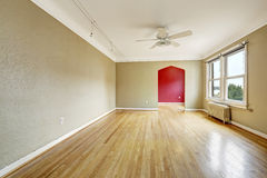 Old apartment interior. Empty living room with radiator Royalty Free Stock Photos