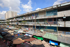 The old apartment at Ngo Gia Tu with outdoor market in the morning Stock Photography