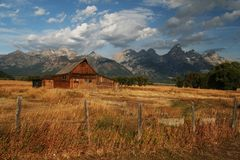 Free Old Barn Royalty Free Stock Photography - 11137077