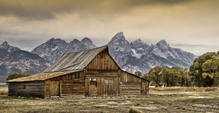 Old barn. With The Grand Teton mountain range in the background Royalty Free Stock Photography