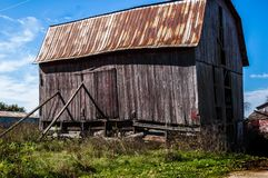 The leaning Barn in the country Royalty Free Stock Image