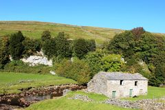 Old Barn by River Swale, Swaledale Yorkshire Dales Royalty Free Stock Photography