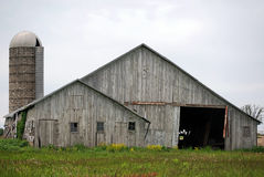 Old barn and silo Royalty Free Stock Photos