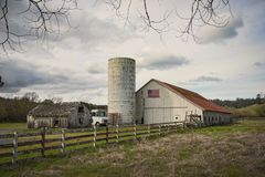 Old Barn with silo Royalty Free Stock Photography