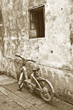 Old bike in front of a house Royalty Free Stock Photography