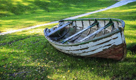 Old boat on the grass Royalty Free Stock Photos