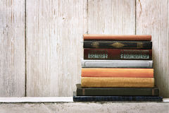 Old book shelf blank spines, empty binding stack on wood texture Royalty Free Stock Photos