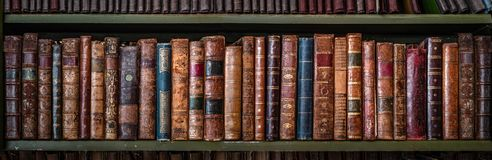 Free Old Books On Wooden Shelf.. Concept On The Theme Of History, Nostalgia, Old Age. Retro Style Stock Image - 148385971