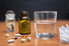 Old bottle of pills along with a few pills Royalty Free Stock Photos