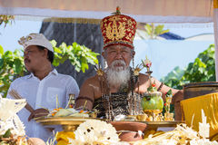 Old Brahmin conducts religious ritual on the beach Ketewel. Bali, Indonesia Royalty Free Stock Photos