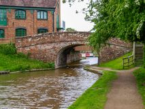 Old bridge with towpath. And an old storehouse on the Shropshire Union canal in Market Drayton, England Royalty Free Stock Photos