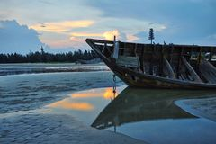 An old and broken fishing ship in the beach Royalty Free Stock Photos