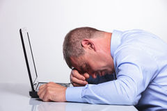 Old business man sleeping on his laptop Royalty Free Stock Photography