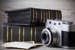 Old camera and old pictures album Royalty Free Stock Photos